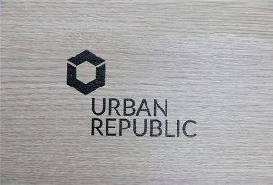 Logo de impresión en materiales de madera por WER-D4880UV